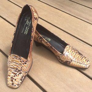 Donald J. Palmer size 8.5 slight heeled shoes